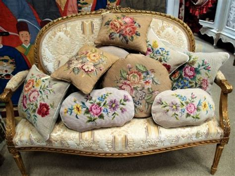 tappezzerie inglesi divanetti dorati nappe cuscini antichi e femminilit 224
