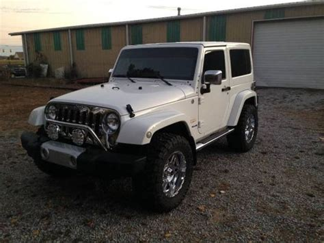 Jeep Wrangler Sahara 4x4 White 2 Door Chrome Package