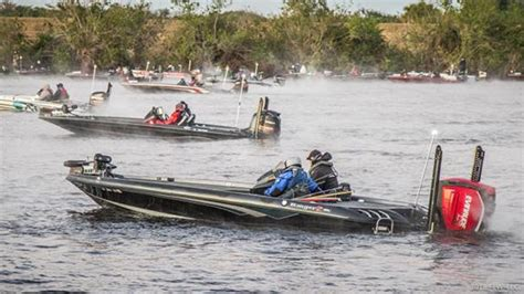boat crash flw update lake okeechobee boating accident during flw