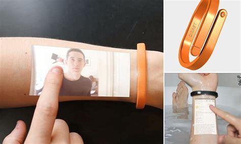 Gelang Proyektor cicret gelang pintar yang manfaatkan lengan sebagai layar smartphone