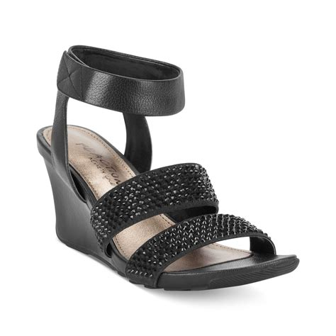 kenneth cole reaction wedge sandals kenneth cole reaction cedar wedge sandals in black