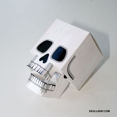 Papercraft Skull - 72 papercraft skull with articulated jaw