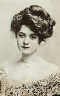 hairstyles in the the 1900s dating old family photos by women s hairstyles victorian