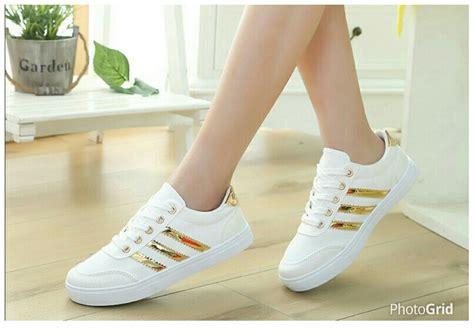 Sepatu Wanita sepatu kets bertali wanita warna putih model terbaru dan murah