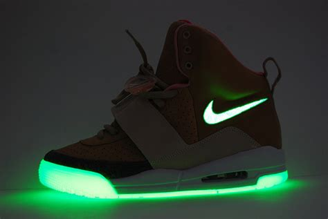 Nike Shoes That Light Up by Secret Sneakers The Nikes That Light Up I Cool