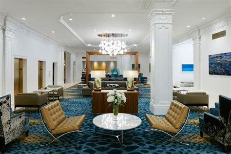Club Living Room | club quarters hotel in houston a business hotel in
