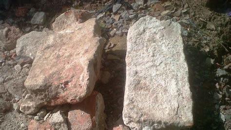 Batu Raja Sumsel tukang gali temukan batu bata zaman keraton kuto batu di