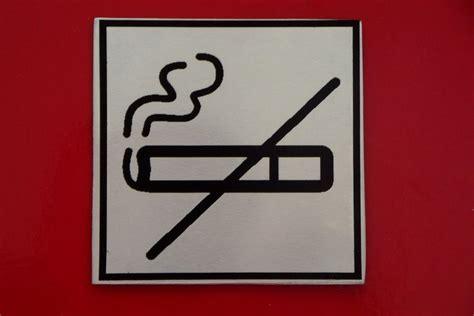 Aufkleber In Wunschformat by Die Besten 25 Rauchen Verboten Ideen Auf Pinterest