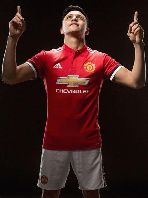 now official alexis sanchez signs for manchester united alexis sanchez signs but did mourinho leak man utd