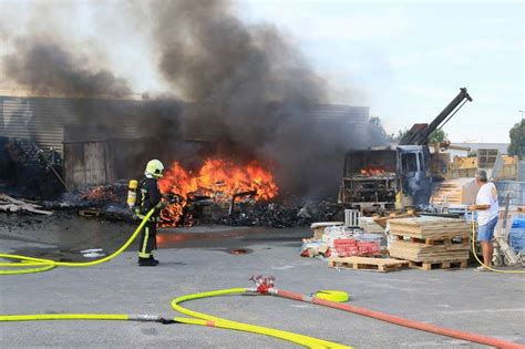 le spectaculaire incendie dans une entreprise 224 aytr 233 en