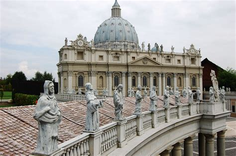 libreria santo roma 191 qu 233 santos presiden la plaza de san pedro infovaticana
