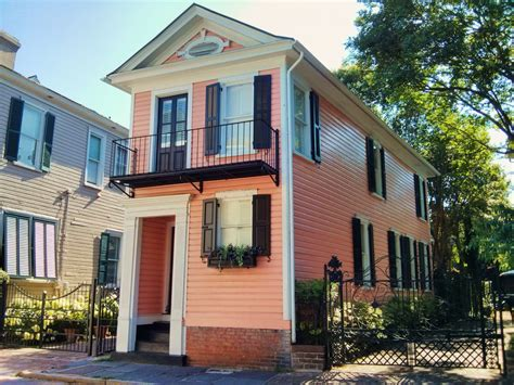 we buy houses charleston sc little pink house glimpses of charleston