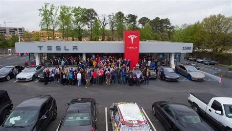 Tesla Seattle Tesla Motors Pulls An Apple Model 3 Draws Tens Of