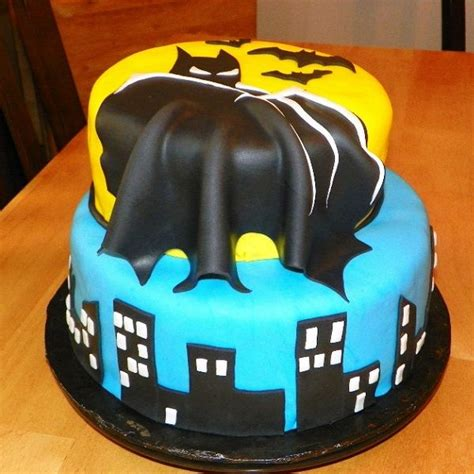 ideas  batman cakes  pinterest easy batman cake batman cupcakes  boyfriend cake