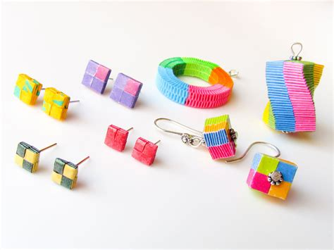 How To Make Paper Earrings - diy paper woven jewelry box weaving paper earrings