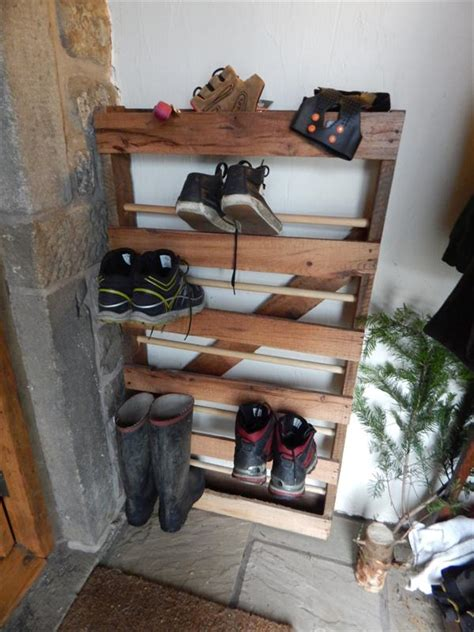 diy pallet  dowels shoe rack pallet furniture plans