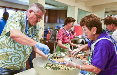 volunteers help at soup kitchen the garden island