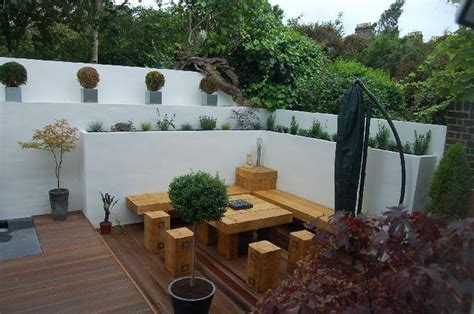 Rendered Garden Wall Re Render Garden Wall Plastering Job In Richmond Surrey