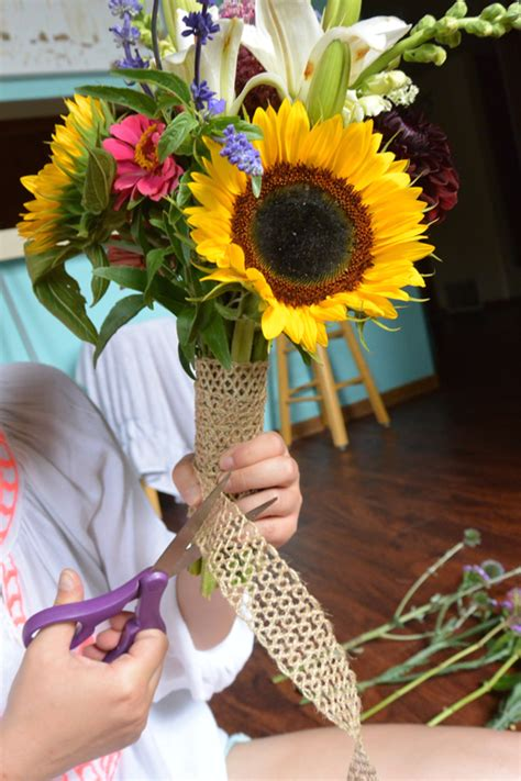 how to make your own wildflower wedding bouquet