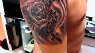 tatuajes de rosas con rosarios