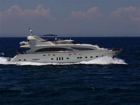 giant  power boat  sale wwwyachtworldcom