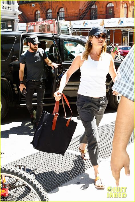 jennifer aniston shoots down more pregnancy rumors jennifer aniston shoots down more pregnancy rumors photo