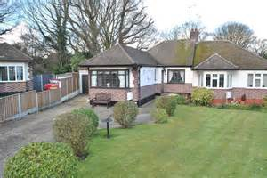bungalows for sale in leigh on sea woodside leigh on sea ss9 2 bedroom bungalow for