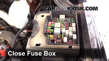 replace  fuse   gmc sierra  hd  gmc sierra  hd   extended cab