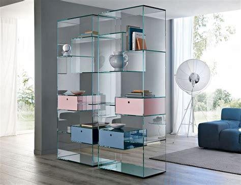 librerie trasparenti per separare gli spazi arredamento
