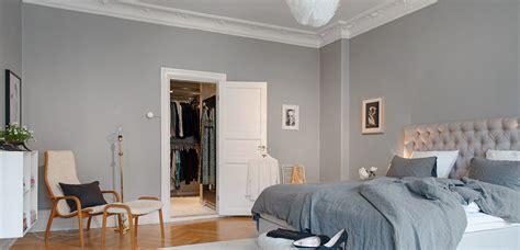 decorar paredes grises dormitorio en tonos grises