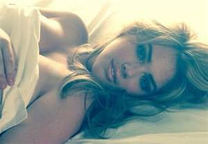 kate upton bed selfie sports illustrated model s