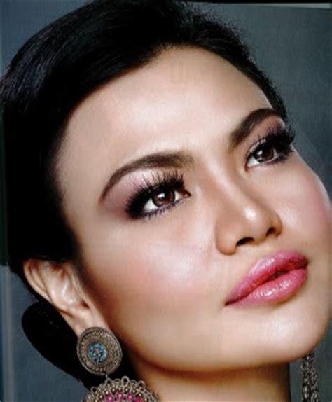 Cermin Make Up Artist farmasi colour cosmetic tips pemilihan foundation yang sesuai