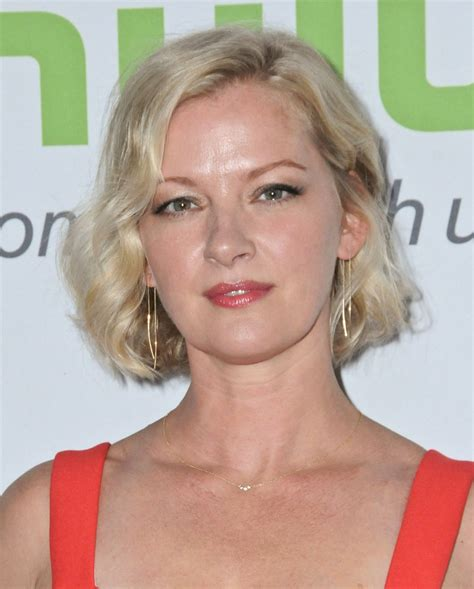 Gretchen Mol And Kristen Bell by Gretchen Mol Hulu Summer Tca In Beverly Aug 2016