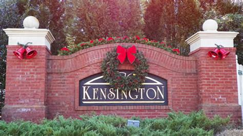 neighborhood entrance christmas decorations community entrances lighting and decorating services