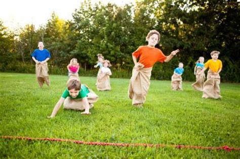 backyard picnic games awesome kids outdoor games for groups and birthday parties