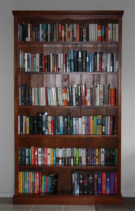 what to put on bookshelves new bookcase all the books i can read