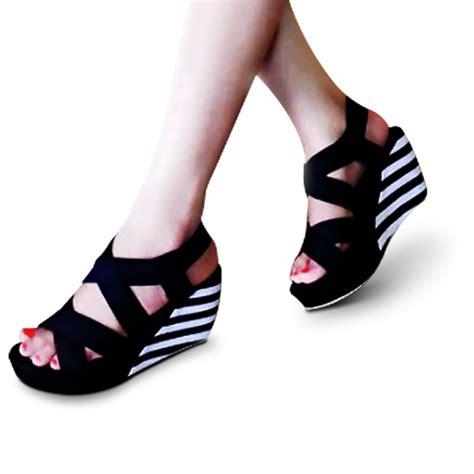 Sepatu Wanita Hells sepatu wedges wanita belang q01 heels 8 cm lcy elevenia