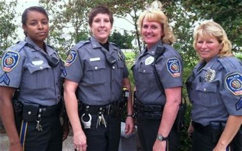 probation office hot springs ar female police officers are rare but sought after for