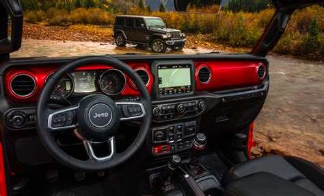 New Jeep Interior Here S How The 2018 Jeep Wrangler S Interior Compares To