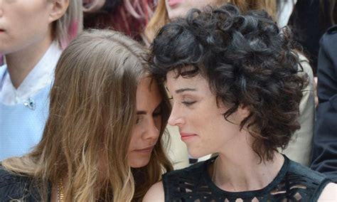 cara menjahit set cadar health cara delevingne and st vincent attend the burberry