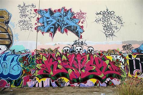 anaheim misfires  effort  outsource graffiti