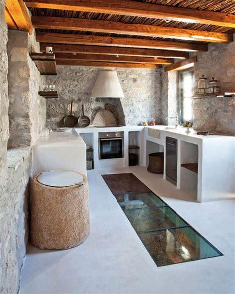 cuisine dans maison ancienne la cuisine blanche et bois en 102 photos inspirantes