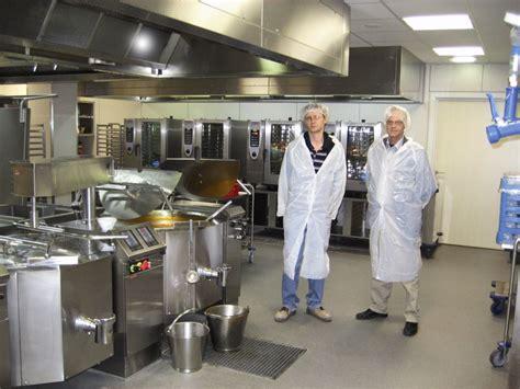 cuisine hopital aco dans la cuisine industrielle de l h 244 pital onze lieve