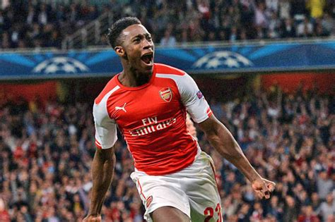 arsenal team news danny welbeck scores penalty as arsenal ex man utd ace welbeck plays down comparisons to arsenal