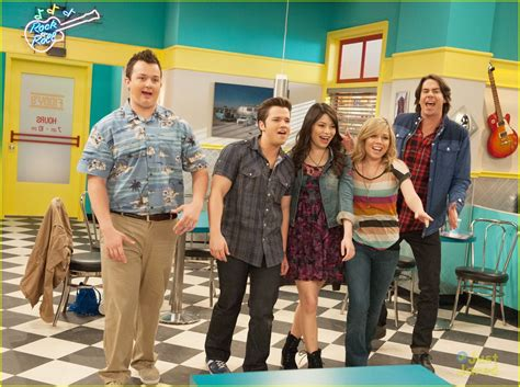 emma stone icarly emma stone on icarly first look photo 502397
