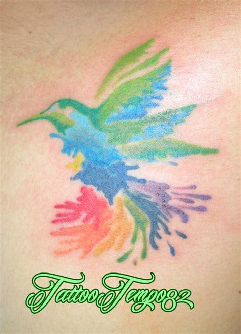 tatuaje de colibri efecto de acuarela pedro 82 nicaragua