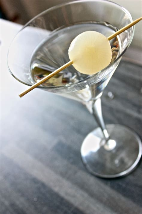 martini gibson cocktail gibson ricetta ingredienti e storia wine dharma