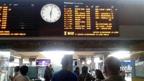 orari treni per torino porta nuova porta nuova stazione in tilt guasto agli impianti ferma