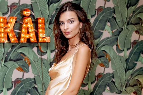 2017 S Hairstyles Lookbook emily ratajkowski s new hairstyle 2017 lookbook