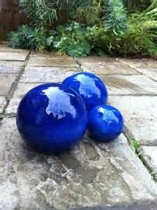 keramikkugeln blau garten 1000 images about garden spheres on gardens